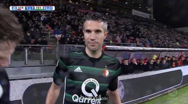 Berita video laga Robin van Persie yang kembali bersama Feyenoord melawan Utrecht. This video presented by BallBall.