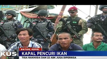 Petugas TNI Angkatan Laut juga menangkap tiga nakhoda berikut 22 ABK berkebangsaan Vietnam.