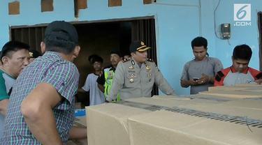 Nekat beroperasi kembali dibulan ramadan, sebuah gudang minuman keras, Dikawasan Pasar Kemis, Tangerang, Banten, Senin sore, digerebek polisi.