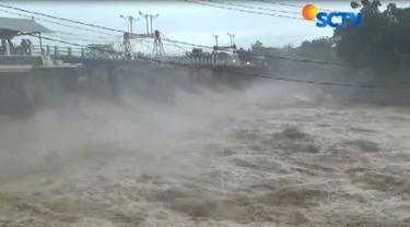 Warga Jakarta tetap harus waspada, karena debit air di Bendung Katulampa kembali naik.