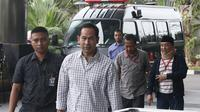 Terpidana Tubagus Chaeri Wardana atau Wawan dan Fuad Amin tiba di Gedung KPK, Jakarta, Senin (22/10). Keduanya menjadi saksi untuk tersangka mantan Kalapas Sukamiskin Wahid Husein. (Liputan6.com/Herman Zakharia)