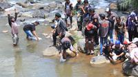 Komunitas Mancing Mania Banjarnegara didukung oleh AJI Kota Purwokerto dan sejumlah pihak lain melakukan gerakan pemulihan ekosistem sungai. (Foto: Liputan6.com/Mancing Mania BNA)