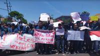Aksi demo mahasiswa pada Kamis (26/9/2019) di Surabaya, Jawa Timur (Foto:Liputan6.com/Dian Kurniawan)