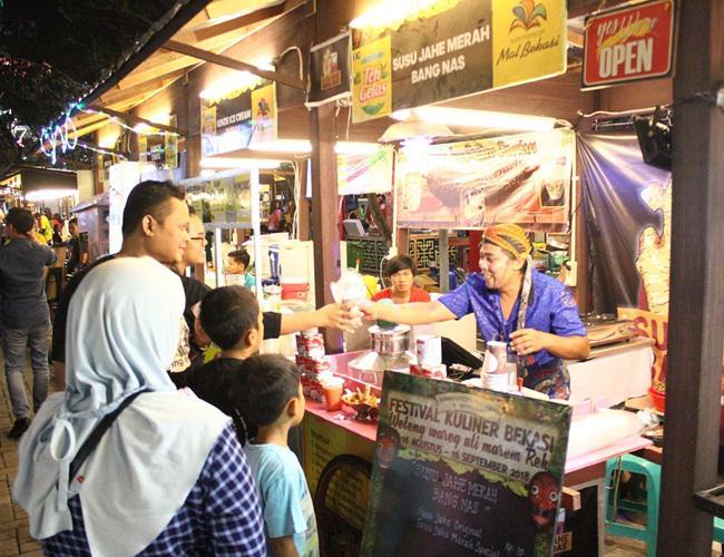 Suasana Kuliner Bekasi (FKB)/copyright Sumarecon Mall Bekasi