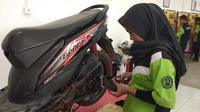 Siti Halimah, siswi SMKN 3 Tanjung Selor, Kalimantan Utara ini tetap bersemangat sekolah meski menjadi satu-satunya perempuan diangkatannya. (Septian/Liputan6.com)