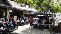 Pangkalan ojek di samping Stasiun Balapan mendapat berkah order setelah driver Gojek mogok massal, Kamis (22/3/2018). (Muhammad Ismail/JIBI/SOLOPOS)