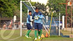 Para penjaga gawang Indonesia U19 terlihat berlatih secara terpisah dengan pemain lainnya (Liputan6.com/Helmi Fithriansyah)