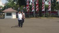 Mahfud Md saat tiba di Istana Kepresidenan, Senin (21/10/2019). (Liputan6.com/Lizsa Egeham)