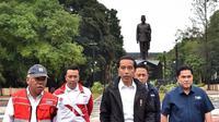 Presiden Joko Widodo (depan) meninjau venue-venue untuk Asian Games 2018 di kawasan Gelora Bung Karno, Senin (25/6/2018). (Instagram/Jokowi)