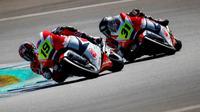 Aksi pebalap binaan PT Astra Honda Motor (AHM) Andi Gilang dan Gerry Salim pada ajang CEV Moto2 European Championship Sirkuit de Jerez Angel Nieto, Spanyol (29/9/2019). (Astra Honca Racing Team)