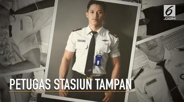 Seorang petugas PT KAI mencuri perhatian karena berparas menawan dan memiliki badan kekar.