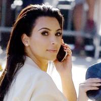 Kim Kardashian dan segala pesonanya (via dailymail.co.uk)