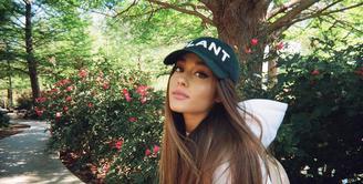 Dalam sebuah wawancara, Ariana Grande membuka arti lagu Get Well Soon untuknya. (instagram/arianagrande)