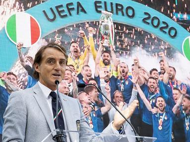 Roberto Mancini pernah menorehkan 34 pertandingan tak terkalahkan dan 16 kemenangan secara beruntun. Selain itu, skuat asuhannya juga pernah menorehkan kemenangan besar dengan jumlah gol yang lebih dari rata-rata. (Foto: AFP/Quirinale Press Office/Handout)