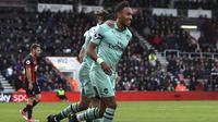 Striker Arsenal, Pierre-Emerick Aubameyang, merayakan gol yang dicetaknya ke gawang Bournemoth.  (John Walton/PA via AP)