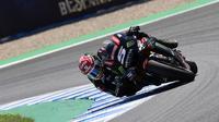 Pembalap Yamaha Tech 3, Johann Zarco menjadi yang tercepat dalam tes usai MotoGP Spanyol 2018 di Sirkuit Jerez. (JAVIER SORIANO / AFP)