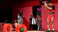 Eko Yuli berusaha di angkatan kedua clean and jerk, namun beban 172 kg masih terlalu berat untuk Eko. Kesempatan terakhir lifter berumur 31 tahun ini juga tak menemui hasil dan harus puas dengan urutan kedua. (Foto: AFP/Vincenzo Pinto)
