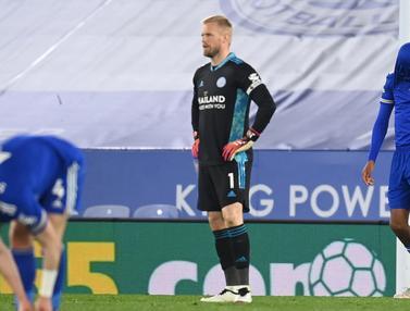 FOTO: Tumbang 2-4 dari Newcastle, Leicester Terancam Digusur Chelsea dari Peringkat Tiga - Kasper Schmeichel