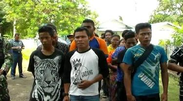 Puluhan TKI ilegal ditangkap di perairan Provinsi Kepulauan Riau. Mereka adalah para TKI ilegal yang berencana kembali ke Indonesia