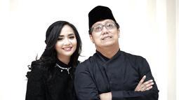 Kini Gita Gutawa dan sang ayah kerap bekerja bersama dalam berbagai proyek musik. Keduanya selalu tampil kompak bersama baik sebagai rekan kerja maupun sebagai anak dan ayah.  (Liputan6.com/IG/@gitagut)