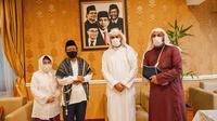 Syekh Ali Jaber Mengunjungi Menko Polhukam Mahfud MD. (Foto: Dokumentasi Kemenko Polhukam).