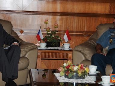 Citizen6, Jakarta Pusat: Dubes Ceko H.E. Mr. Tomas Smetanka yang diterima setelah Dubes Polandia oleh Panglima TNI adalah dalam rangka memperkenalkan diri sebagai Dubes Ceko untuk Indonesia yang baru. (Pengirim: Badarudin Bakri)