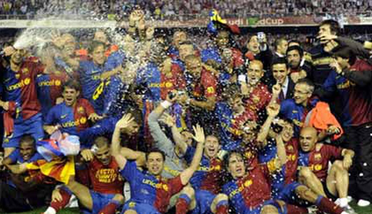 Barcelona´s players celebrate after winning the Spanish King´s Cup final match against on May 13, 2009 at the Mestalla stadium in Valencia. Barcelona won 4-1. AFP PHOTO/LLUIS GENE