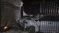 Kondisi pagar rumah Taylor Swift yang ditabrak pencuri Nissan Altima (Autoevolution)