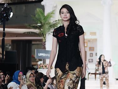 Gaya Yuki Kato Pakai Kebaya, Anggun dan Elegan