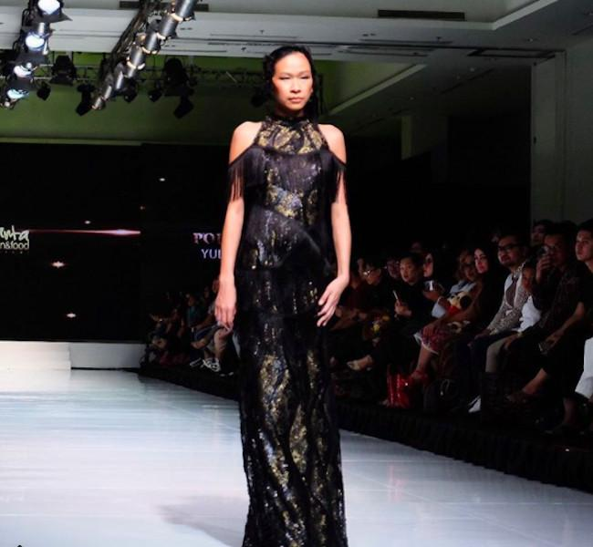 Koleksi night gown yang cantik dengan garis rancangan feminin dan modern. (appmidki/instagram)