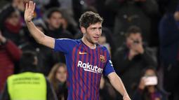 Langkah Pique juga diikuti oleh Sergi Roberto. Sergi mengaku tetap ingin bertahan di Camp Nou meski keuangan klub sedang tidak baik. Hal tersebut mendasari alasannya untuk mau menandatangani kontrak dua tahun dengan gaji yang dipangkas. (Foto: AFP/Lluis Gene)