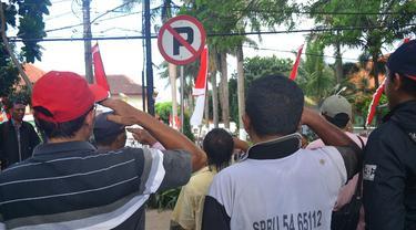 Sopir Angkot Malang Dihukum Hormat ke Rambu Lalu Lintas