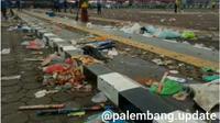 Tumpukan sampah usai perayaan tahun baru di Plasa BKB di tepian Sungai Musi Palembang (Dok. Instagram @palembang.update / Nefri Inge)