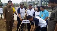 Penanaman pohon sebagai upaya membangun hutan kota Salatiga agar kembali berhawa sejuk menjadi puncak peringatan Hari Lingkungan Hidup se-Dunia di Salatiga. (foto: Liputan6.com/humas IAIN Salatiga/Edhie Prayitno Ige)
