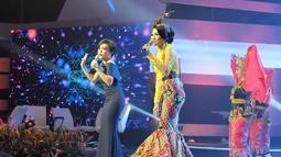 Nama Fitri Carlina mulai melejit pada 2006 sejak melantunkan lagu SMS dengan versi bahasa Jawa. Tak hanya bersuara merdu, penyanyi dangdut ini juga memiliki paras yang cantik.(Liputan6.com/IG/@fitricarlina)