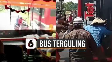 Terekam kamera penumpang bus belakangnya. Bus terguling karena menghindara sepeda motor yang menyebrang jalan.