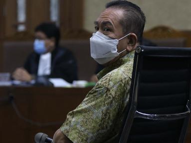 Tersangka perkara dugaan suap penghapusan nama terpidana perkara pengalihan hak tagih atau cessie Bank Bali dari daftar red notice Polri, Djoko Soegiarto Tjandra saat menjalani sidang pembacaan dakwaan di Pengadilan Tipikor Jakarta, Senin (2/11/2020). (Liputan6.com/Helmi Fithriansyah)