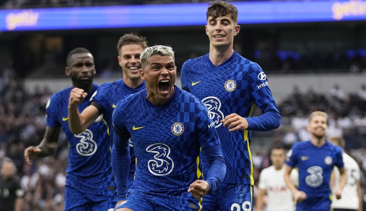 Chelsea berhasil mengurangi ketergantungan terhadap Romelu Lukaku saat menang 3-0 atas tim sekota, Tottenham Hotspur dalam laga pekan ke-5 Liga Inggris 2021/2022. Chelsea unggul 3 gol melalui Thiago Silva, N'Golo Kante dan Antonio Ruediger, tanpa gol Romelu Lukaku. (AP/Matt Dunham)