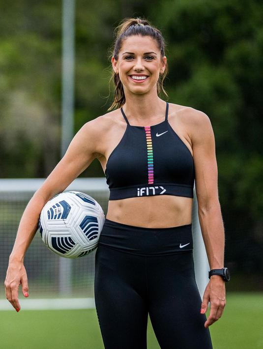 Dikenal sebagai atlet sepak bola perempuan asal Amerika Serikat, Alex Morgan menuai banyak prestasi dengan posisi penyerang. Ia pernah meraih penghargaan FIFA World Player of Year finalist 2012 dan The Best FIFA Women's Player finalist 2019 (instagram/alexmorgan13)