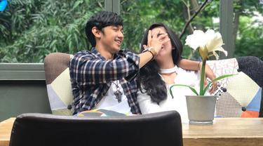 Pasangan kekasih Caesar Hito dengan Felicya Angelista baru saja merayakan ulang tahun hari jadinya yang kelima. Caesar tiba-tiba berubah jadi romantis saat perayaan ulang tahun. (Instagram/hitocaesar)
