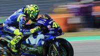 Aksi Valentino Rossi saat melaju di MotoGP Belanda. (AP Photo/Peter Dejong)