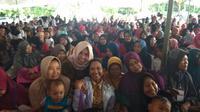 Menteri BUMN Rini M Soemarno mengunjungi para nasabah Mekaar di Bekasi. Liputan6.com/Ilyas Istianur P