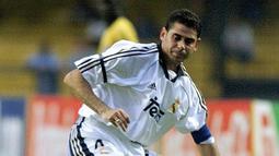 Fernando Hierro (105 gol) - Selama berkarier di kompetisi La Liga, Hierro sangat produktif dalam mencetak gol. Hierro sendiri pernah berseragam Real Madrid dan Real Valladolid selama bermain di La Liga. (AFP/Marie Hippenmeyer)