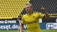 2. Erling Haaland - Pemain berusia 19 tahun ini menjalani karier cemerlang bersama Borussia Dortmund. Haaland telah melesakkan 16 gol dan tiga aasist dalam 18 laga pertamanya untuk Dortmund. (AFP/Martin Meissner/pool)