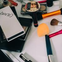Lip plummper hingga highlighter, simak 5 produk makeup yang jadi favorit di tahun 2019