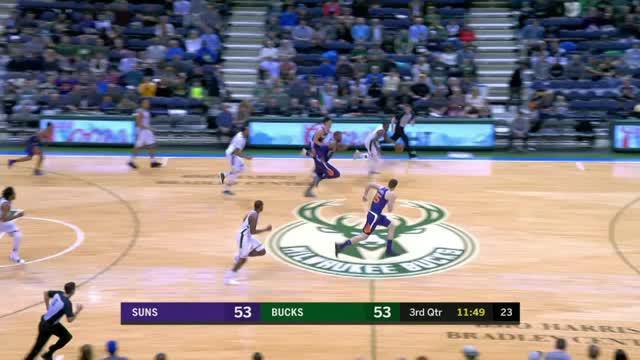 Berita video game recap NBA 2017-2018 antara Milwaukee Bucks melawan Phoenix Suns dengan skor 109-105.