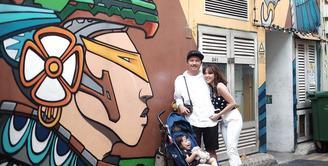 Tingkah menggemaskan Gempita Nora Marten, anak pasangan Gisella Anastasia dan Gading Marten ini memang tak ada habisnya. Di tengah demam tinggi, Gempi pun masih menunjukan tingkahnya yang menggemaskan. (Instagram/gisel_la)