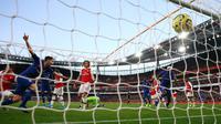 Gelandang Chelsea, Jorginho, melakukan selebrasi usai mencetak gol ke gawang Arsenal pada lanjutan Liga Inggris di Emirates Stadium, Minggu (29/12/2019). The Blues –julukan Chelsea, mampu menutup laga dengan skor akhir 2-1 di kandang Arsenal. (AP Photo/Ian Walton)