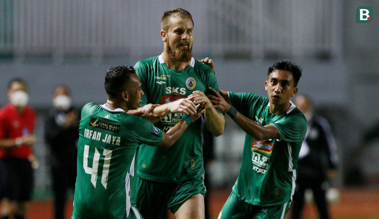 PSS Sleman memetik kemenangan pertamanya di BRI Liga 1 2021/2022 usai menang 2-1 atas Arema FC dalam laga pekan ke-3 di Stadion Pakansari, Bogor, Minggu (19/9/2021). Sempat tertinggal 0-1, Tim Elang Jawa sukses melakukan comeback dan memenangkan pertandingan. (Bola.com/M Iqbal Ichsan)