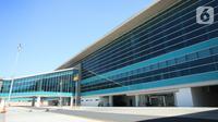 Suasana di Bandara Internasional Yogyakarta (YIA), Rabu (11/11/2020). Pembangunan bandara yang mendapatkan penghargaan MURI di desain menggambarkan budaya Yogyakarta yang menghabiskan 130 ribu liter kaleng cat oleh AkzoNobel. (Liputan6.com/Pool)